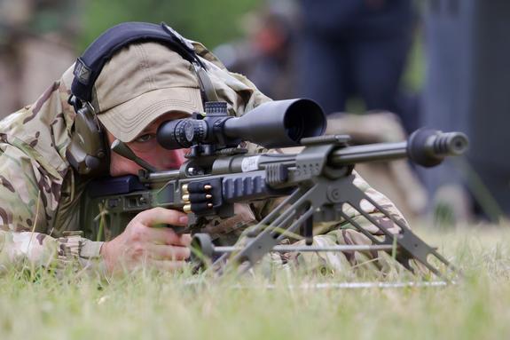 Кадры работы атаковавшего ополченцев Донбасса снайпера ВСУ появились в сети