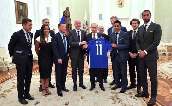 Путин попросил звезд мирового футбола предсказать победителя ЧМ-2018