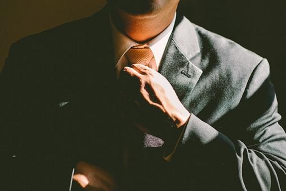 Ученые доказали: галстуки опасны для мужчин