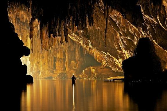 В Таиланде приостановлена операция по спасению из пещеры детей