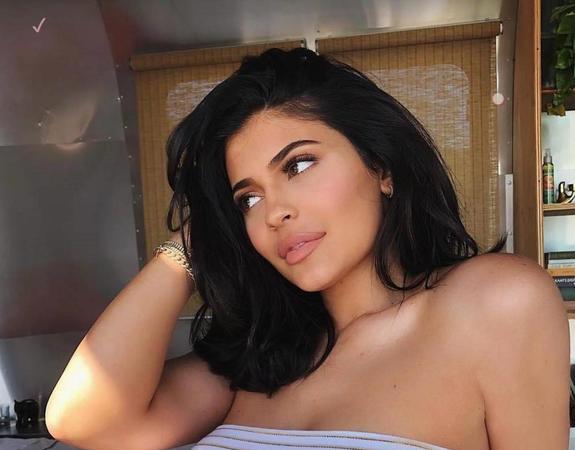 Сестра Ким Кардашьян уменьшила губы и стала неузнаваемой