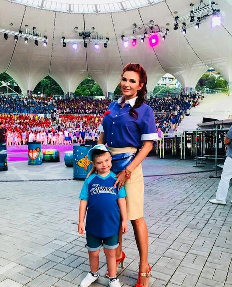 Эвелина Бледанс решила устроить скандал Хабенскому за отказ в фото с ее сыном