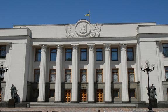 Машина депутата сбила митингующих у здания Верховной рады Украины