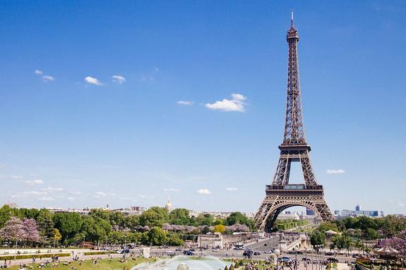 Эйфелева башня закрылась из-за забастовки персонала