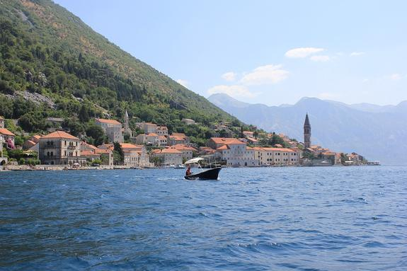 В Черногории  в Которском заливе катер налетел на девушку из России