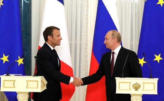 Путин сегодня проведет телефонную беседу с Макроном