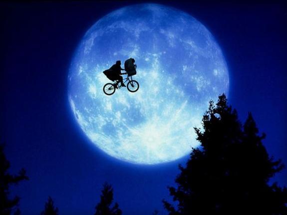 Фото парящего в небе Австралии пришельца опубликовали в Сети