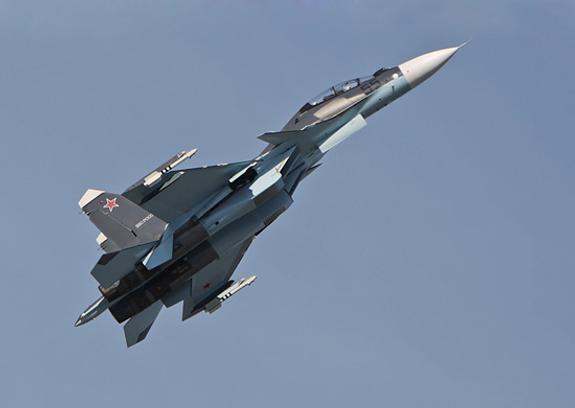Видео посадки боевых самолетов на трассе под Хабаровском