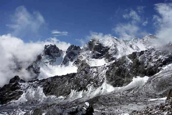 В Россию отправили тела трех погибших в Таджикистане альпинистов