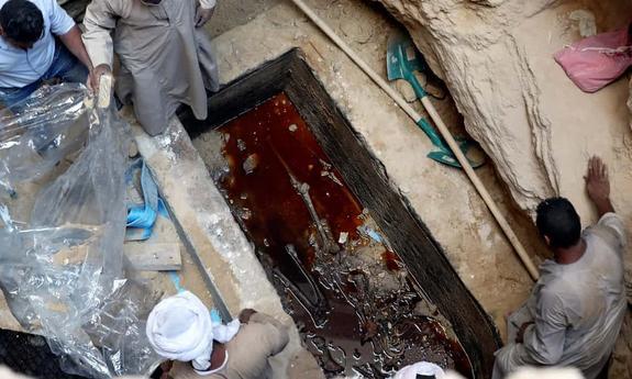 Кто был похоронен в обнаруженном в Александрии черном  саркофаге