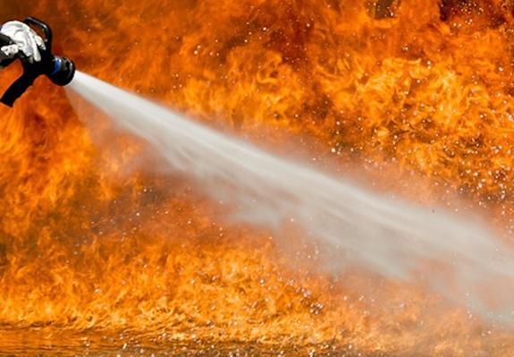 В многоэтажке на северо-востоке Москвы вспыхнул пожар, погиб человек