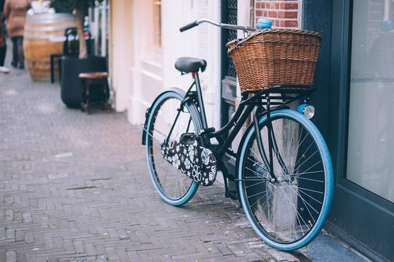 Министр Новой Зеландии поехала рожать на велосипеде
