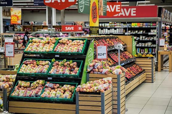За последние два года средний чек покупок россиян в магазинах достиг минимума