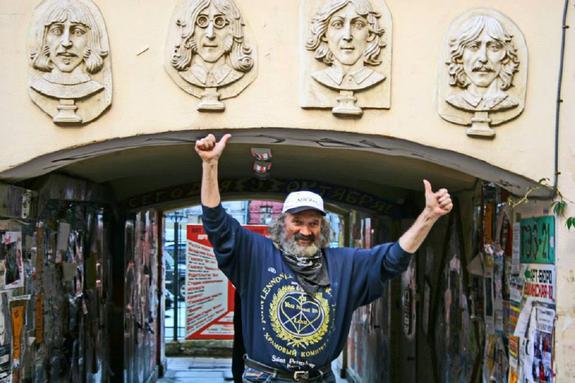 В Петербурге умер создатель музея The Beatles, главный битломан России