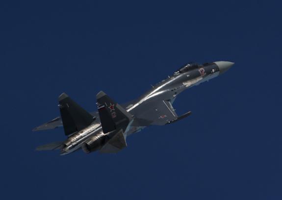 """Американское издание назвало российский истребитель Су-35 """"ночным кошмаром"""" США"""