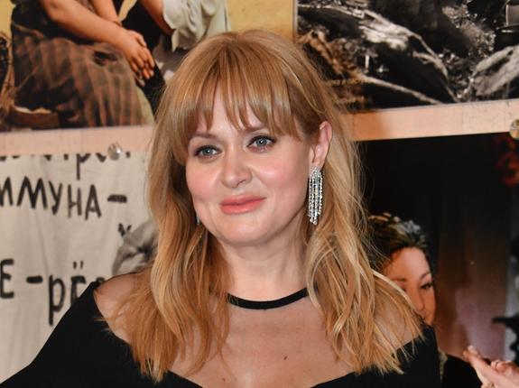 Сбросившая лишний вес Анна Михалкова стала очень похожа на младшую сестру