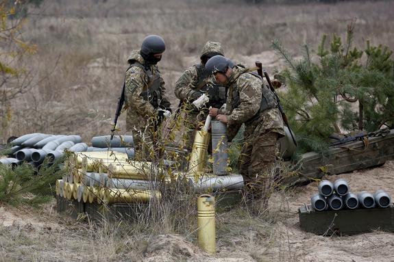 Опубликованы кадры из попавшей под удар зажигательными снарядами ВСУ Горловки
