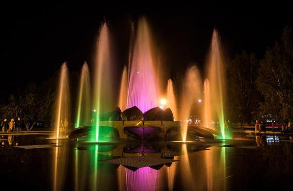 В Копейске заработал цветной фонтан