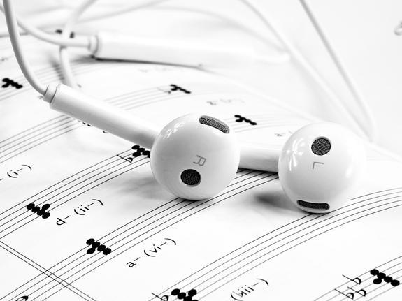 Мэр Днепра опроверг сообщения о запрете на российские песни