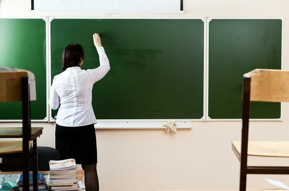 Синеволосую девочку не пустили на школьную линейку в Санкт-Петербурге