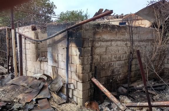 Украинские военные сожгли бронебойно-зажигательным снарядом жилой дом (Фото)