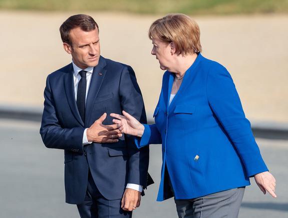 Названы возможные темы сегодняшних переговоров Меркель и Макрона