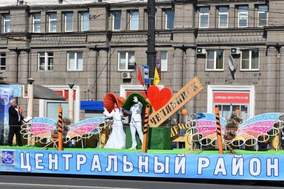 Цветущий район проехал в праздничной кавалькаде в День города Челябинска