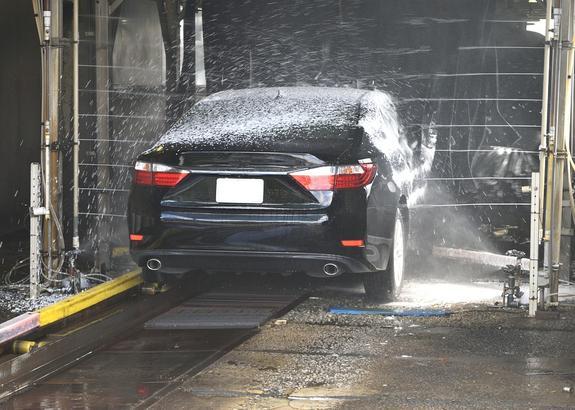 Полицейские избили сотрудника автомойки за отказ бесплатно вымыть их машину