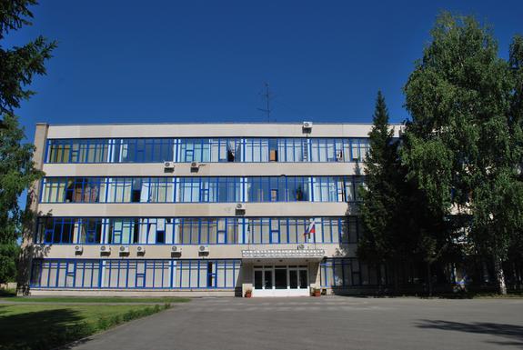 Глава Новосибирской области посетил завод «Искра»