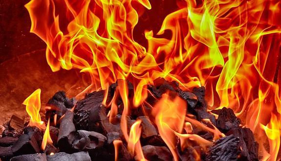 В Саратове из-за пожара в жилом доме эвакуировали сорок человек