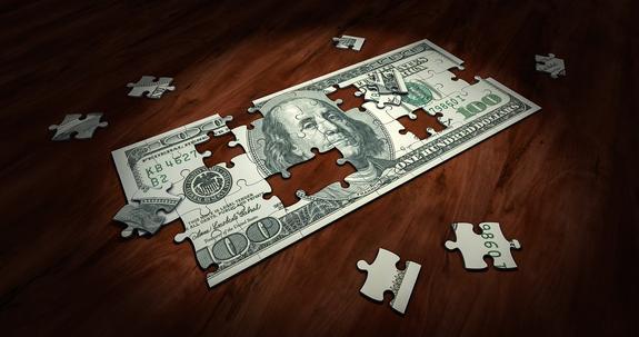 Эксперт считает, что перед отказом от доллара нужно укрепить рубль