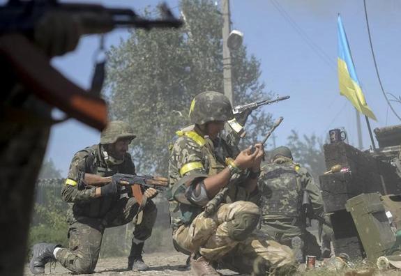На украинских окопах командир чуть не пристрелил националиста из-за обстрелов