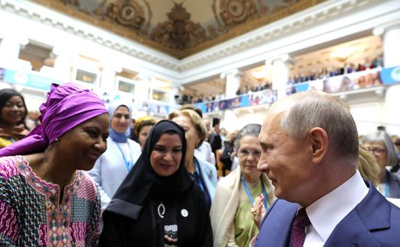 """Путин: все  выиграют, если """"женских историй успеха будет как можно больше"""""""