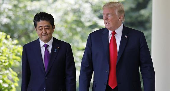 Дональд Трамп провел встречу с Синдзо Абэ