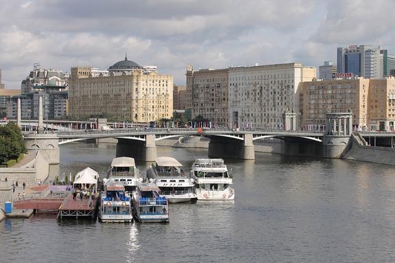 На борту теплохода в Москве найден мертвым его капитан