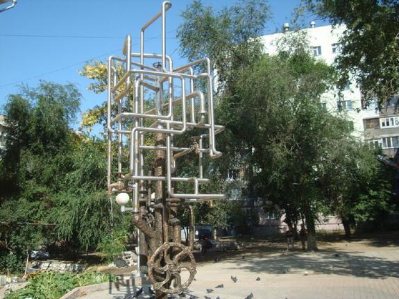 Видео: в Самаре фонтан в честь водопровода затопил двор и улицу