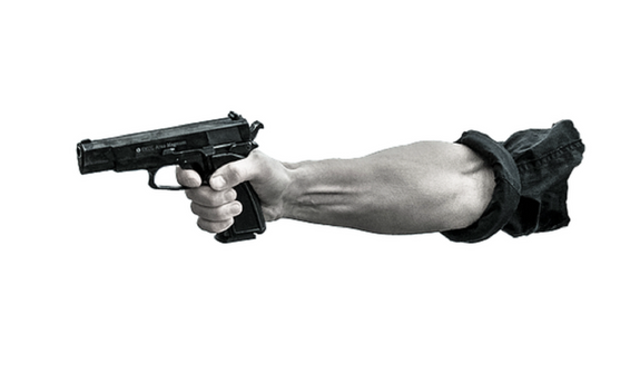 """Видео конфликта покупателей в """"Пятерочке"""": у кассы магазина произошла стрельба"""