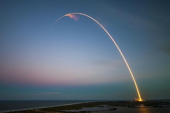 Минобороны РФ опубликовало видео,  как новейшие ракеты разносят в щепки корабли