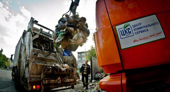 В Челябинск приехала дополнительная техника для сбора мусора