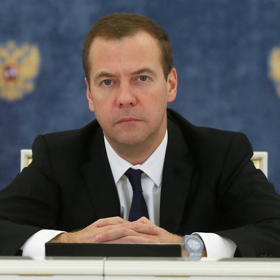 Медведев написал научную статью с обоснованием повышения пенсионного возраста