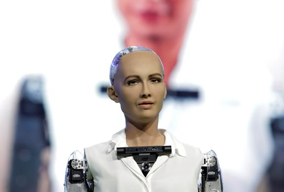 Робот София побеседовала с Гройсманом об Украине