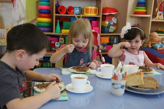 В Крыму в детсадах объем порций  не соответствовал нормам, заявленным в меню