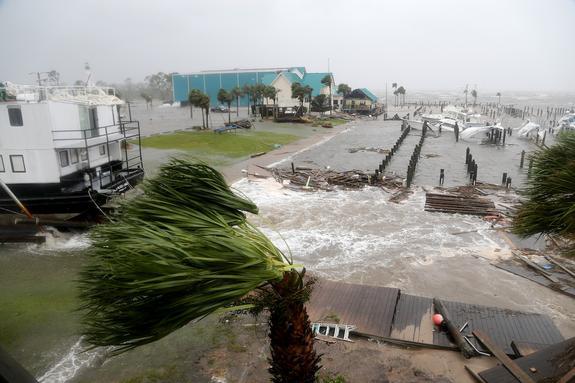"""Ураган """"Майкл"""" опустошил базу ВВС США в штате Флорида"""
