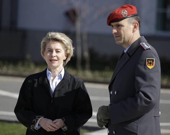 В странах Европы министрами обороны назначают женщин. Что бы это значило?