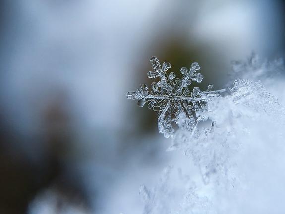 """В Екатеринбурге выпал первый снег, но горожане не готовы к """"такому повороту"""""""