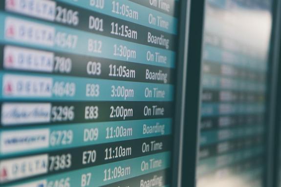 Самолет, летевший из Москвы, сел в Сургуте из-за самочувствия пассажира