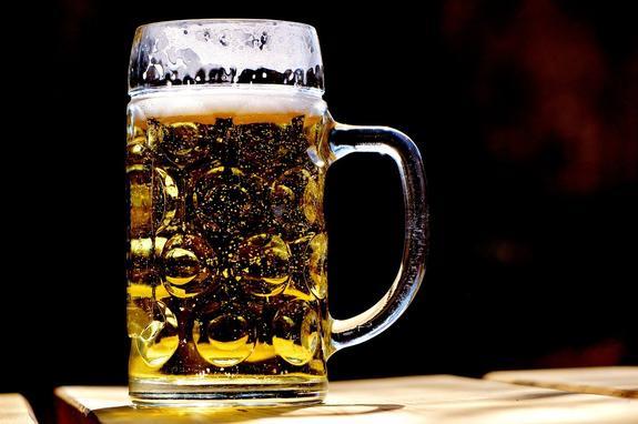Нарколог объяснил, почему пиво невозможно употреблять в малых дозах