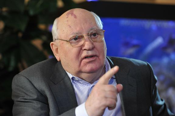 Горбачев высказался о намерении США выйти из договора РСМД