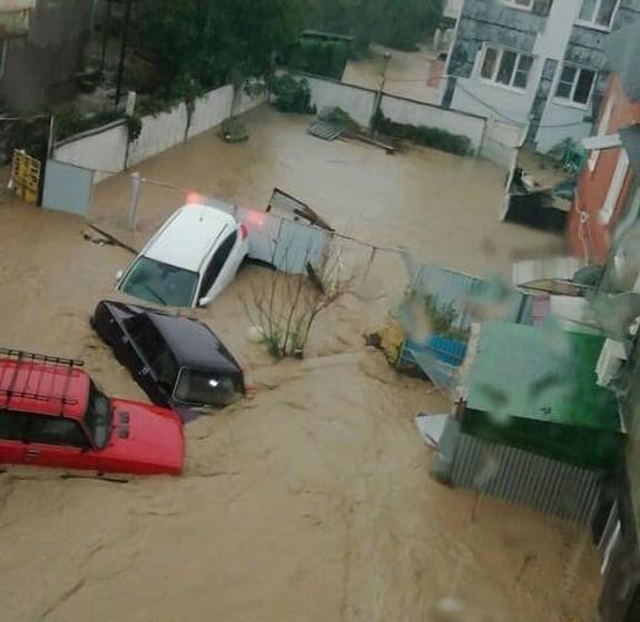 Пассажирские поезда застряли в Туапсе из-за подтопления и наводнения