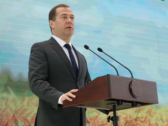 Медведев: вводятся  санкции  в отношении украинских 322  физлиц и 68 юрлиц